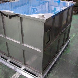 コンテナ角容器